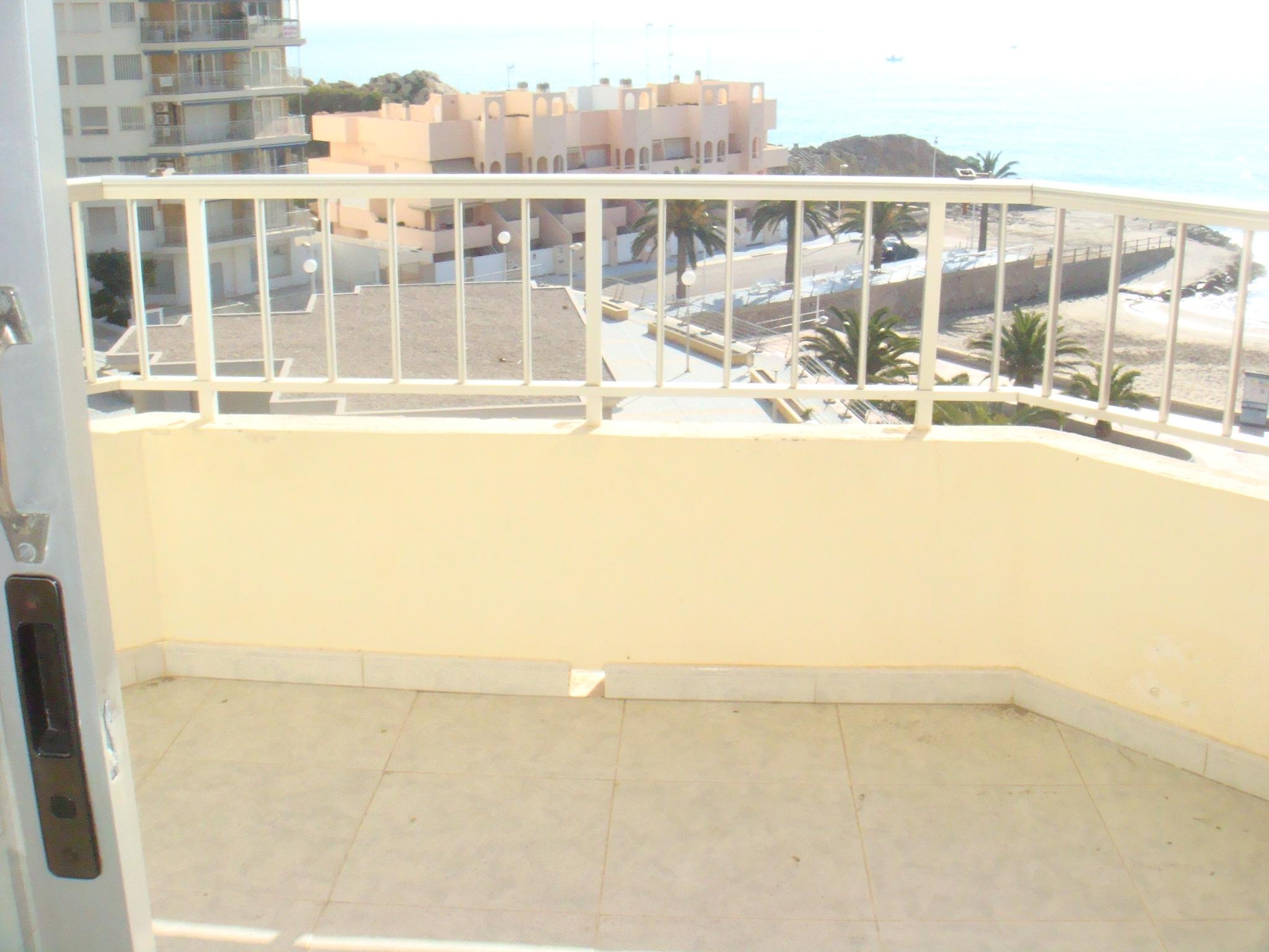Inmobiliaria gestitur apartamento en primera l nea de playa faro 4331 apartamento en - Venta apartamentos playa cullera ...