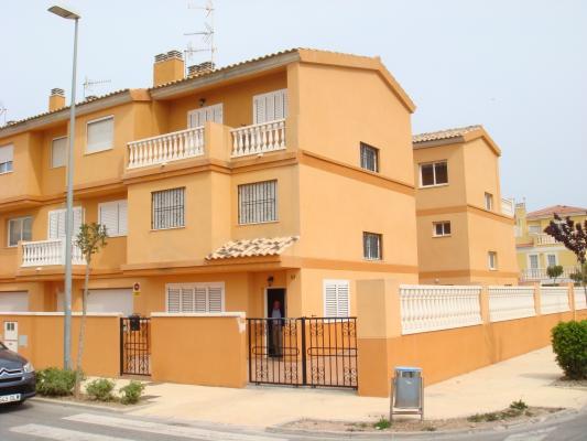 Inmobiliaria Cullera Playa Gestitur - Chalet unifamiliar Adosado en Bulevar del Xuquer. #1233 - Bulevar del Xuquer - Adosado - En Venta