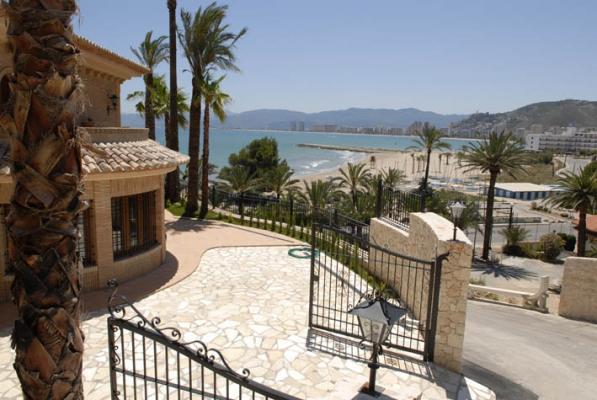 Inmobiliaria gestitur chalet de lujo en primera l nea de playa cap blanc 3932 inmobiliaria - Venta apartamentos playa cullera ...