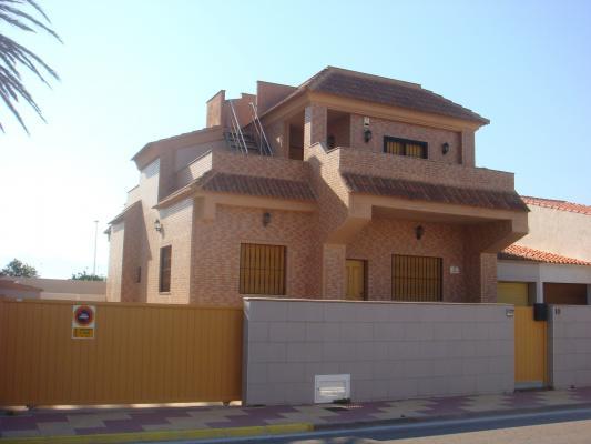 Inmobiliaria Cullera Playa Gestitur - Chalet en la zona del Marenyet #4340 - En Venta